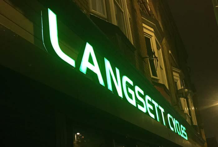 langsett-signage-1